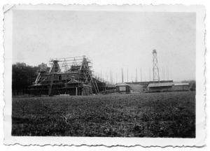 De bouw van de pastorie vordert.