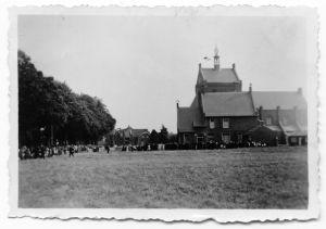 Bij de opening van de kerk, september 1940.